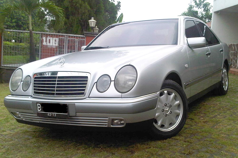 Mercedes benz e320 elegance 1997 rr garage for Mercedes benz e320 1997