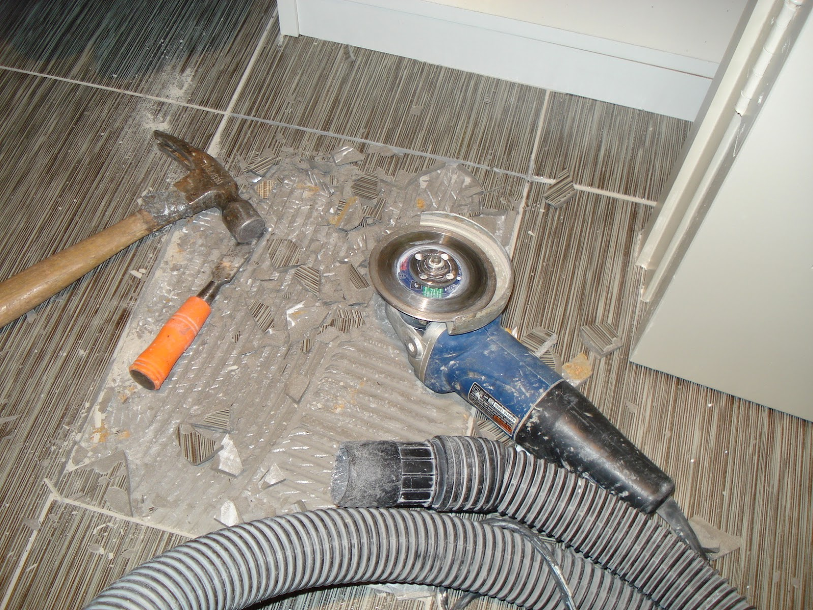 Replacing broken porcelain floor tile confessions of a tile setter replacing broken porcelain floor tile dailygadgetfo Images
