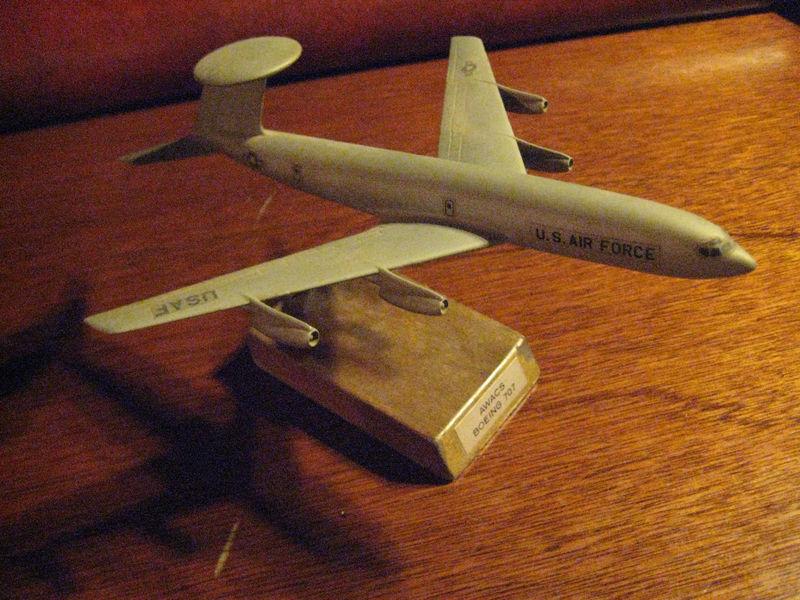 VINTAGE..XB-70 VALKYRIE...8CC FLYING MODEL/PLANS/DETAILS..RARE! (851M)