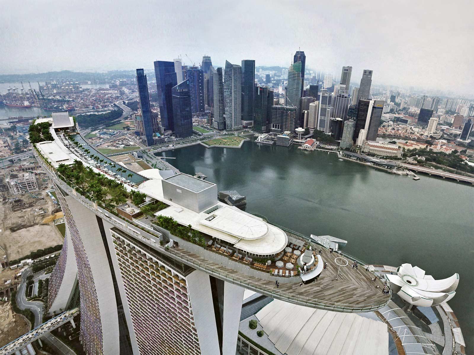 Marina bay sands resort e la piscina pi alta del mondo by - Albergo a singapore con piscina sul tetto ...