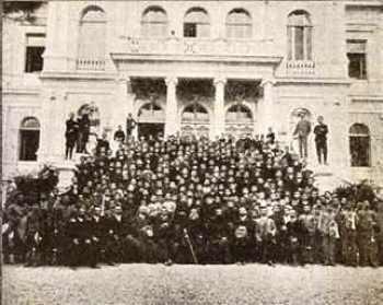 Οι απόφοιτοι του ορφανοτροφείου το 1924
