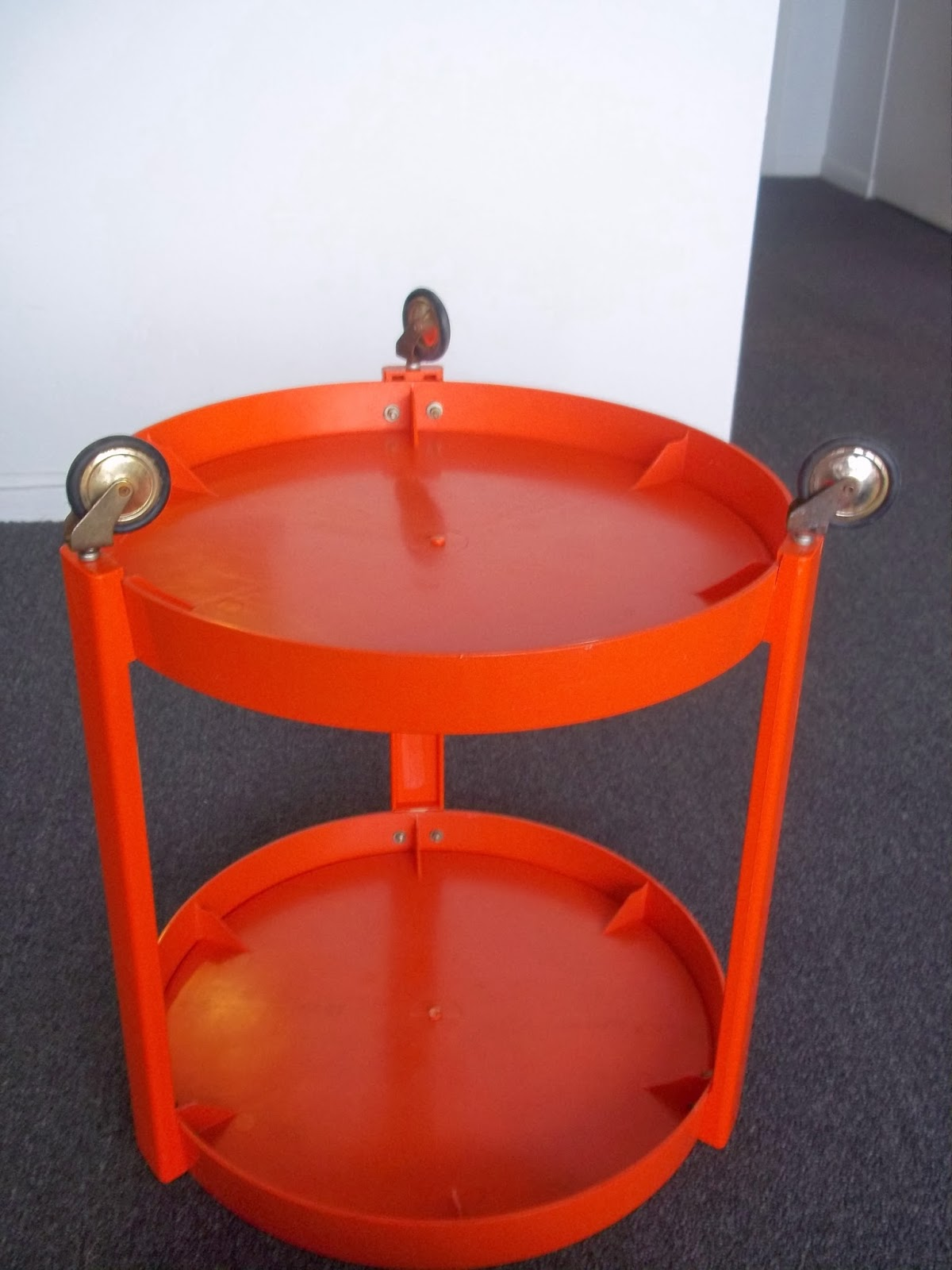 modern20 vintage 1960 39 s orange plastic trolley table mid century modern kartell panton era made. Black Bedroom Furniture Sets. Home Design Ideas
