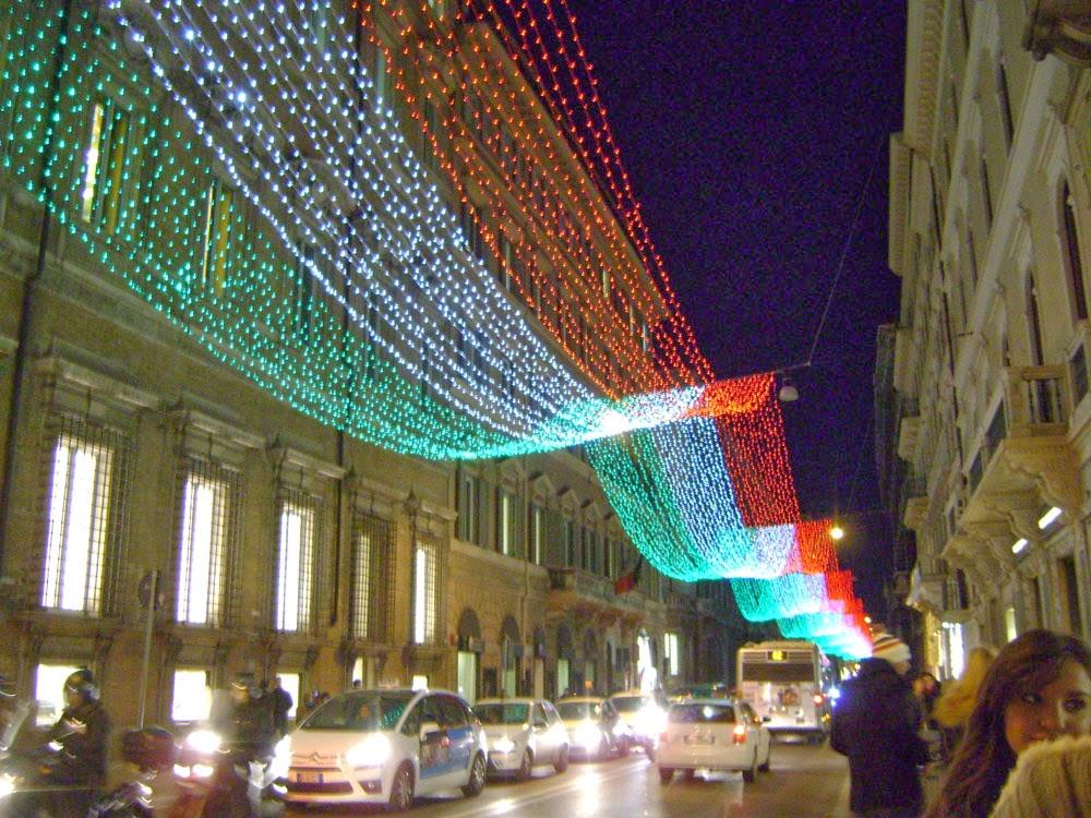 Viaggiare sognare forse luminarie 2011 via del for Corner via del corso roma