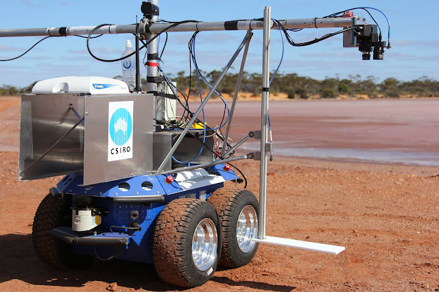 CSIRO's prototype 'Outback Rover' sits on the edge of Lake Lefroy in Western Australia. Image credit: Adam Harper