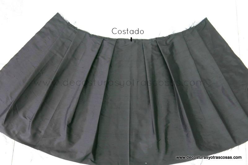 falda de seda con pliegues