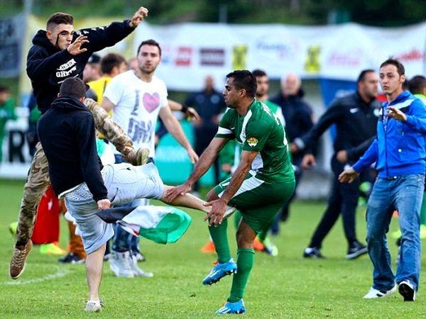 Pemain bola sepak Israel dibelasah penyokong pro Palestin
