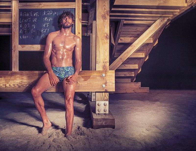 Marlon Teixeira posa de sunga para campanha de verão da Água de Coco. Foto: Eduardo Rezende