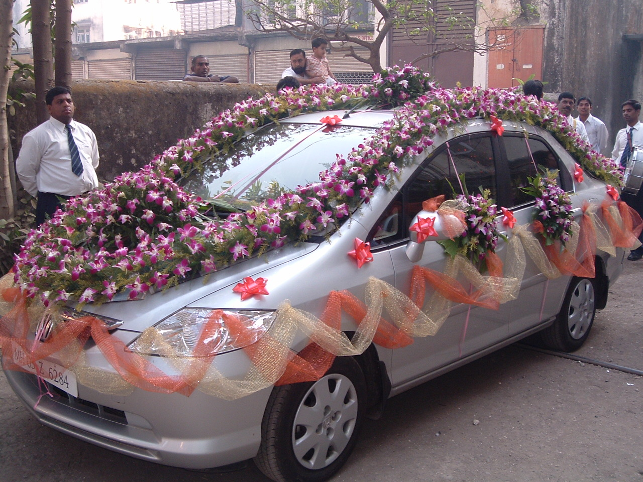 Latest fashions updated marriage decoration car for Automobile decoration