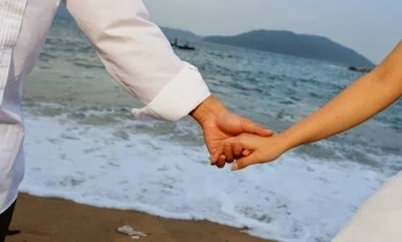 Thinner Wives Make Happier Marriages - man woman holding hands on the beach shore sea nature love romance