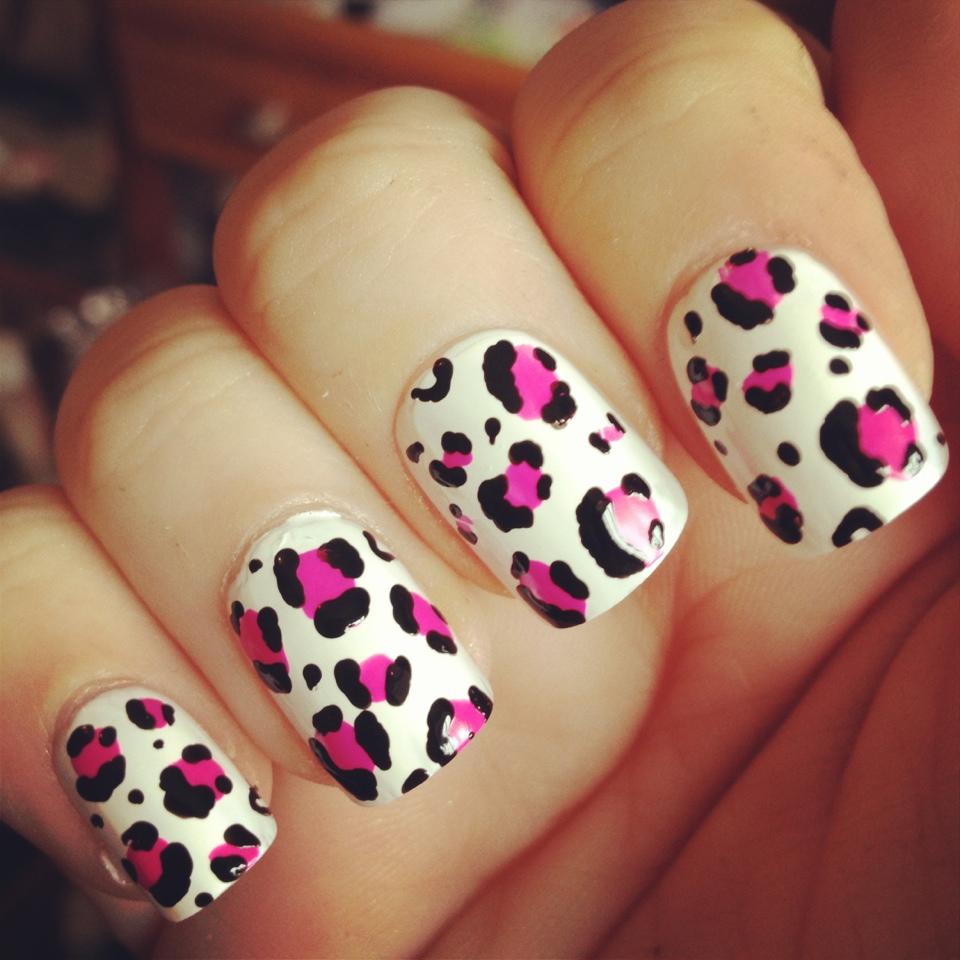 Rivire De Coco Nail Art White And Pink Matte Leopard Print