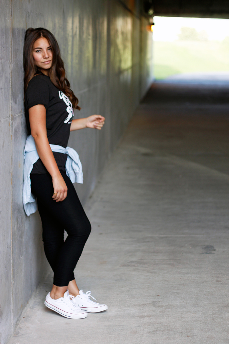 leggings and tee shirt