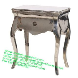 Mebel jepara mebel jati jepara mebel jati ukiran jepara nakas jati ukir klasik cat duco classic furniture jati jepara code NKSJ 112 NAKAS CLASSIC VINTAGE