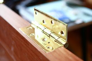 установке петель на дверь