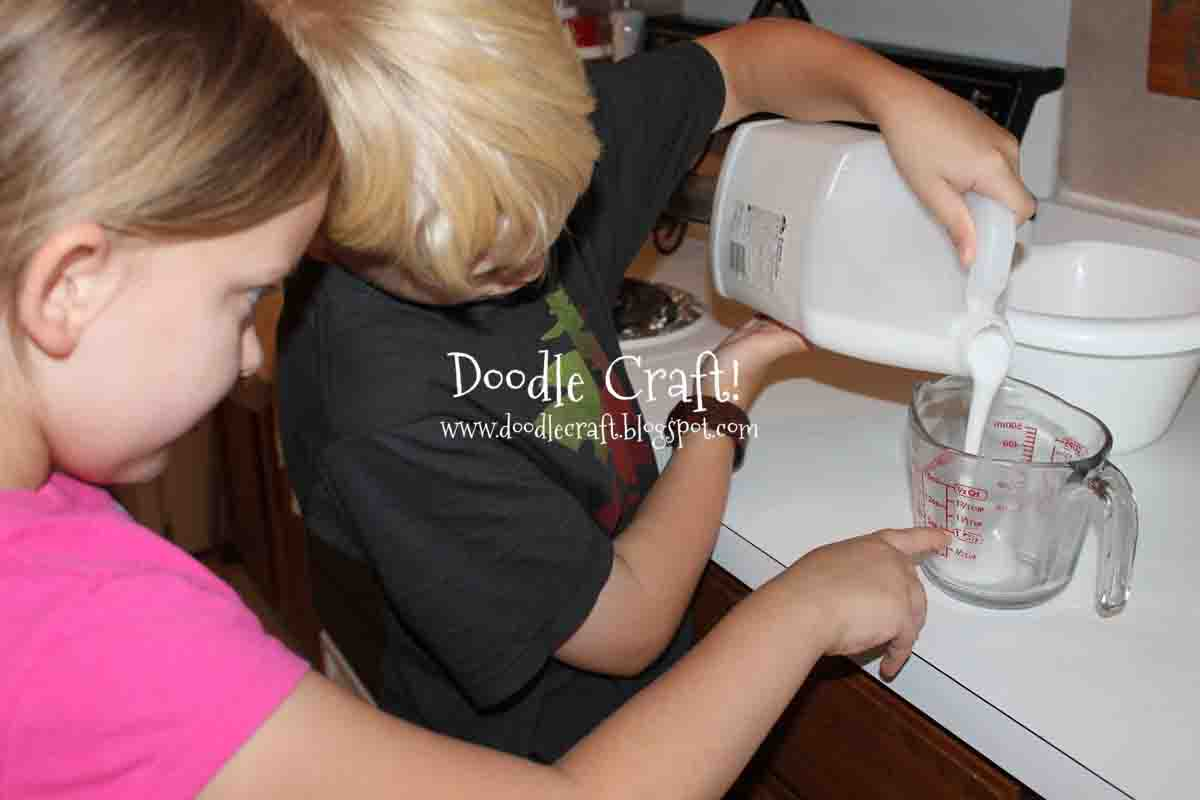Measure Out 1 Cup Of Glue We Used White School Glue, Because That Is What  How To Make Nonsticky Shampoo Slime Without