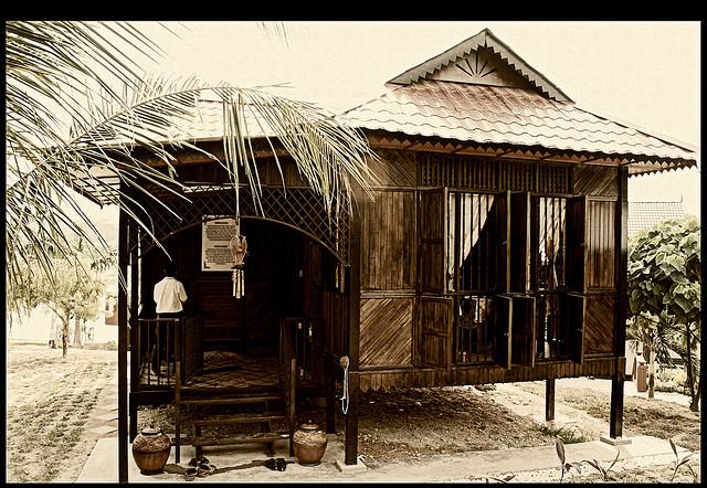 rumah kayu atau rumah kampung pada suatu masa dulu boleh dikatakan ...