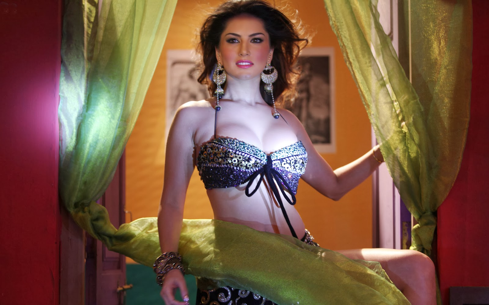 sunny leone in shoot out wadala dance hd wallpapers images