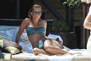 Sylvie van der Vaart hot in a bikini on a sun bed