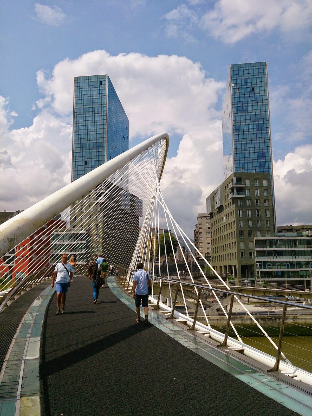 puente. de calatrava, muy. famoso por sus fallos de usabilidad de