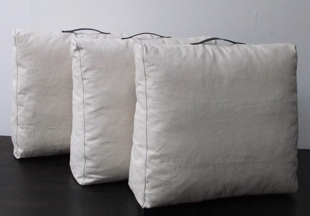 loungekussen-rugkussens-met-leren-handvatten