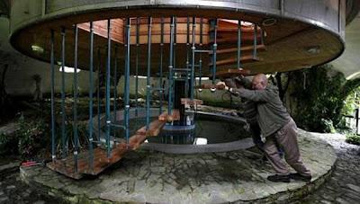 Bohumil Lhota Bina Rumah Boleh Berputar