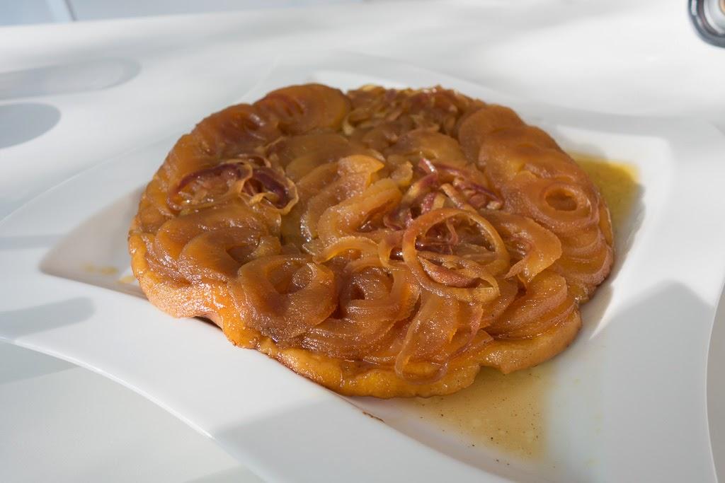 Tarte Tatin, karamellinen omenapiirakka