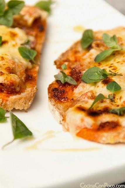 Tosta de sobrasada, queso y miel - Receta facil rapida