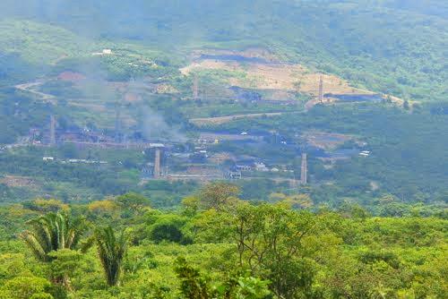 """Más allá de La Mulata (estando en Ureña), frente a esas procesadoras de """"Carbón""""..."""