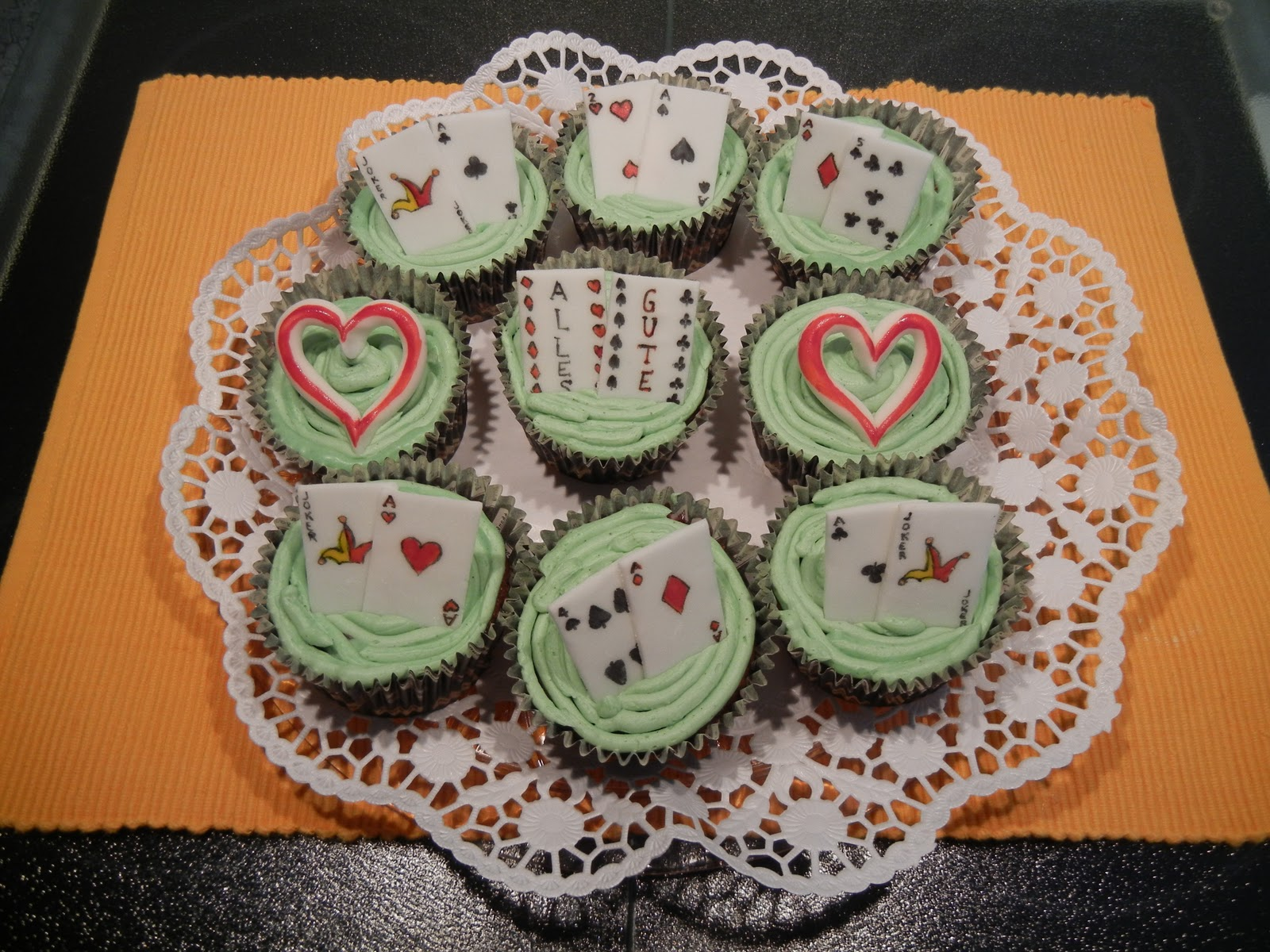 Tortenella motivtorten einfach selber gestalten cupcake for Kuchen farbig gestalten