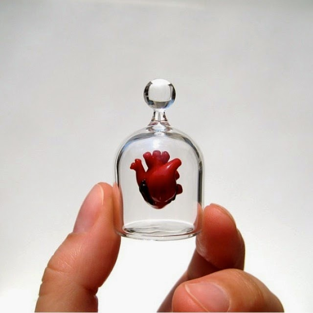 17-Little-Glass-Heart-Kiva-Ford-Scientific-Glassblowing-with-Miniatures-www-designstack-co