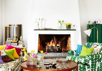 sala de estar com sofá tecido