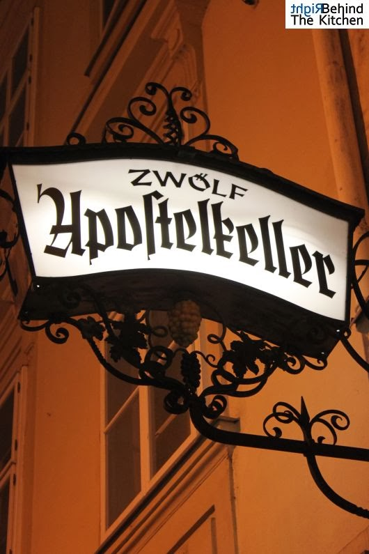 Zwölf Apostelkeller (12 Apostołów) - Sonnenfelsgasse 3 - wino i zakąski