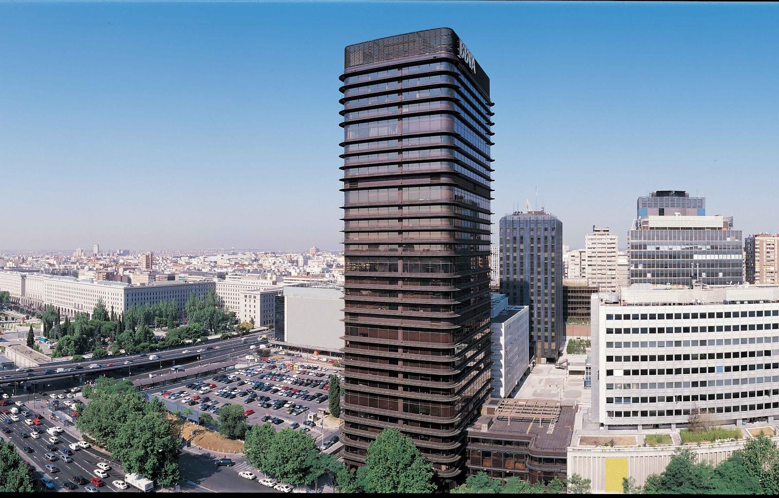 Artchist torre del banco bilbao en madrid s enz de oiza for Casas del banco bbva