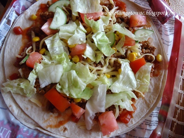Taco z mięsem mielonym i warzywami w tortilli