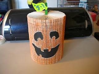 Decoracion Para Halloween con Libros Reciclados, I Parte
