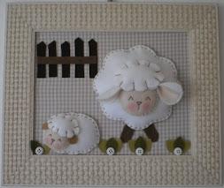 Enfeite de porta ovelha de feltro