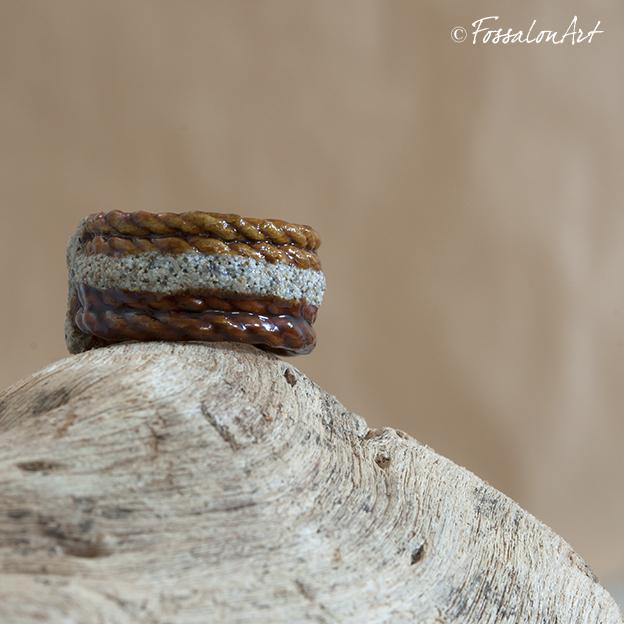 Anello di corda, sabbia e gommalacca