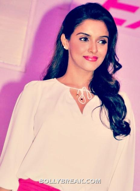 Asin Thottumkal in Hot Pink Pants White top - Asin Thottumkal Latest Hot Pics in Red Hot Pants
