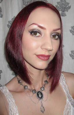 http://themoonmaiden-blix.blogspot.com/2015/08/silvery-taupe-eyeshadow-look-with-dark.html
