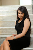 Actress Aarushi Glamorous Photos in Black-thumbnail-6