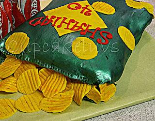 http://cupcakeluvs.blogspot.dk/2014/01/chips-cola-wedding-cakepops.html