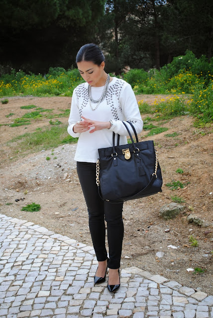 daniela pires, outfit, street style, fashion blogger, fashionista, black and white, animal print, winter, leather, zara coat, jeans, michael kors hamilton bag