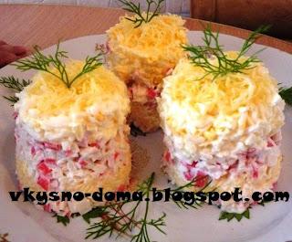 Салат крабовый с сыром,чесноком и яйцами
