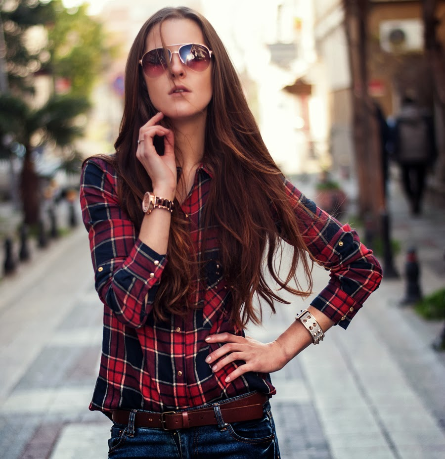 streetstyle, fashionblogger, checked shirt outfit, denim, skinny jeans, mango aviator glasses, istanbul streetstyle, fashion details, studded denim, studded shirt, long hair