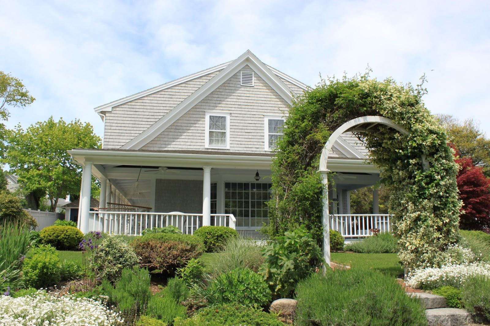 QuarDecor New England Beach Homes