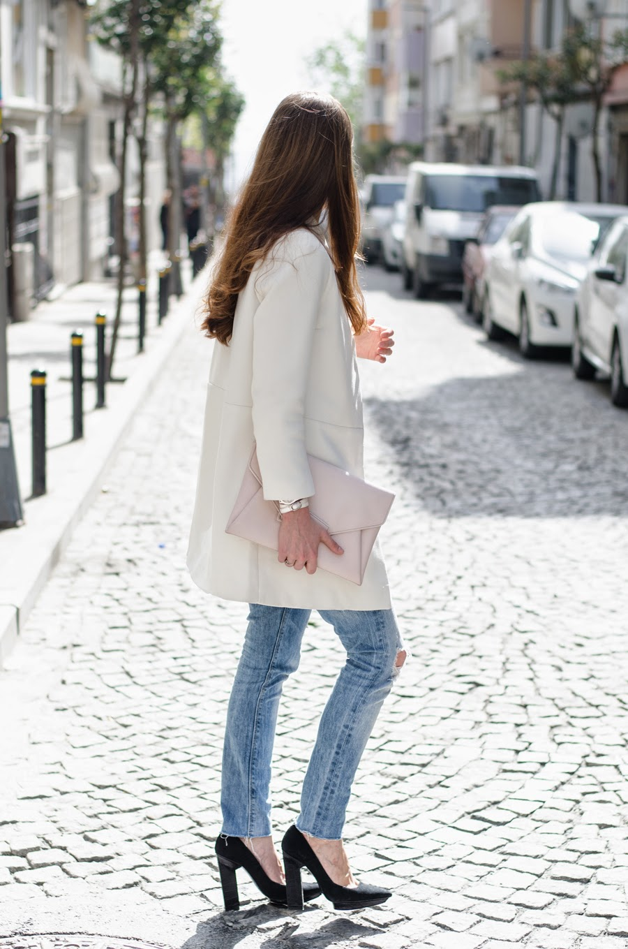russian fashionblogger , istanbul streetstyle, streetstyle details, white coat outfit, zara denim outfit, boyfriend cut jeans outfit