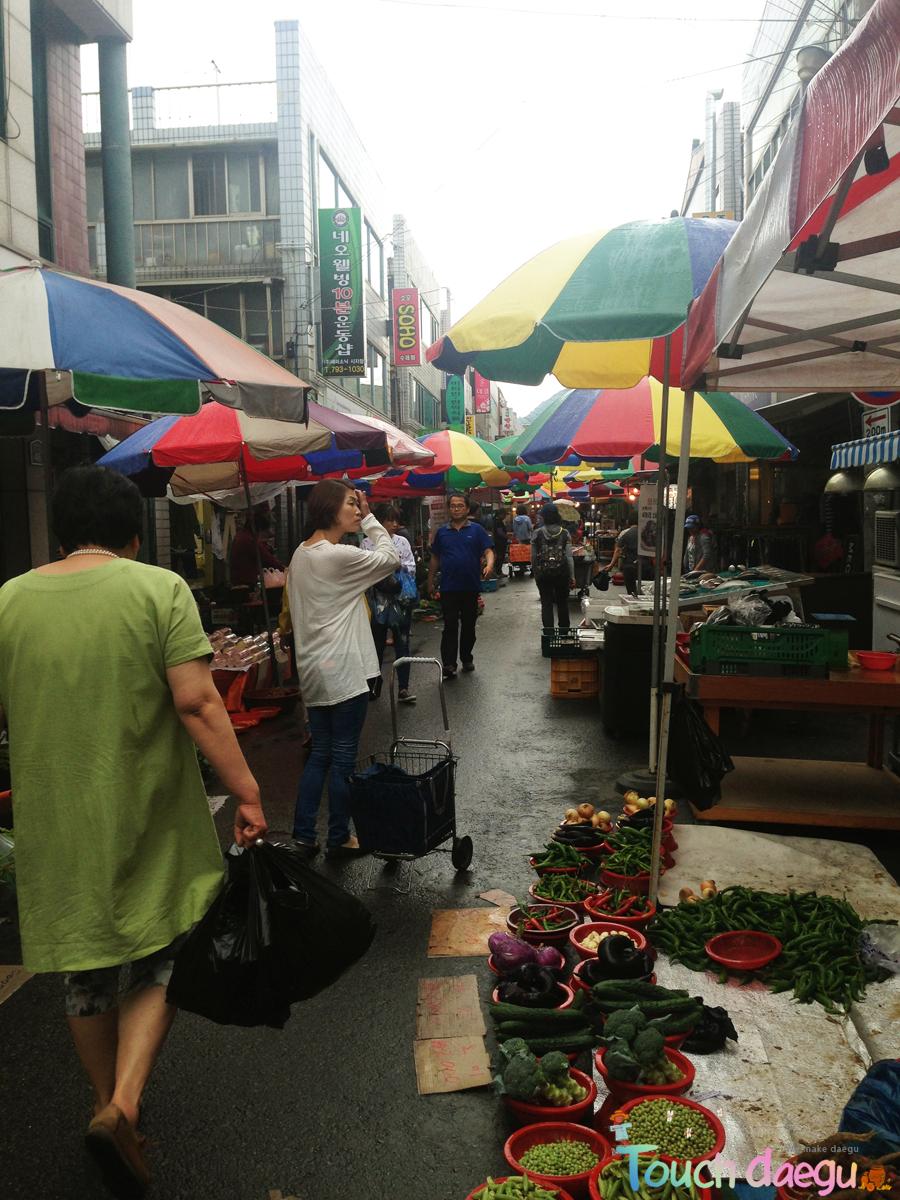The scenery of Siji Thursday Market