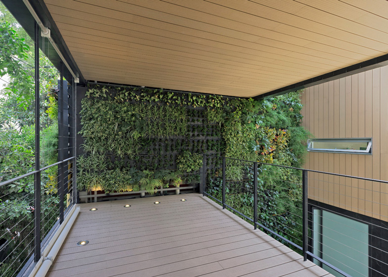 Paul cremoux studio casa cormanca con giardino verticale - Giardino interno casa ...