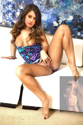Nargis-Fakhri-Nude