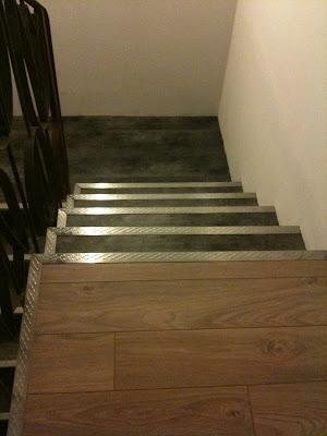 la r novation de notre chepiote maison le palier et les escaliers. Black Bedroom Furniture Sets. Home Design Ideas