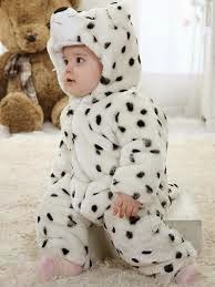 gambar bayi memakai kostum yang lucu berwarna putih